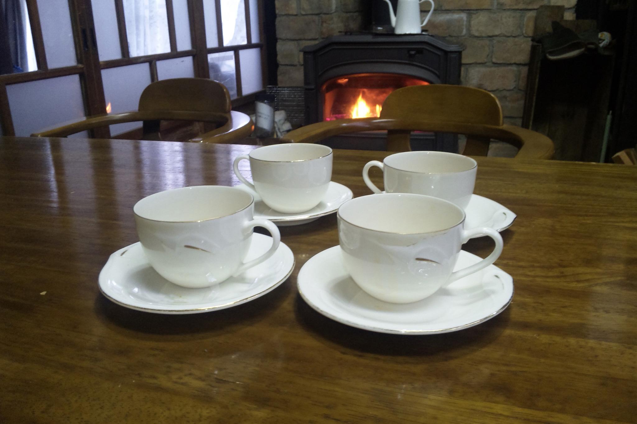 四つのコーヒーカップ