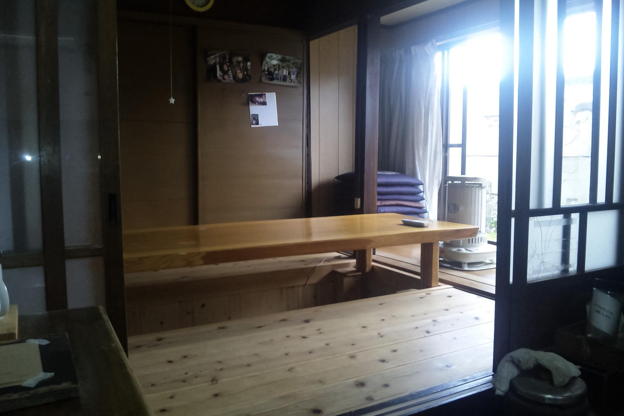ゲストハウス藤原邸の貸教室兼居間